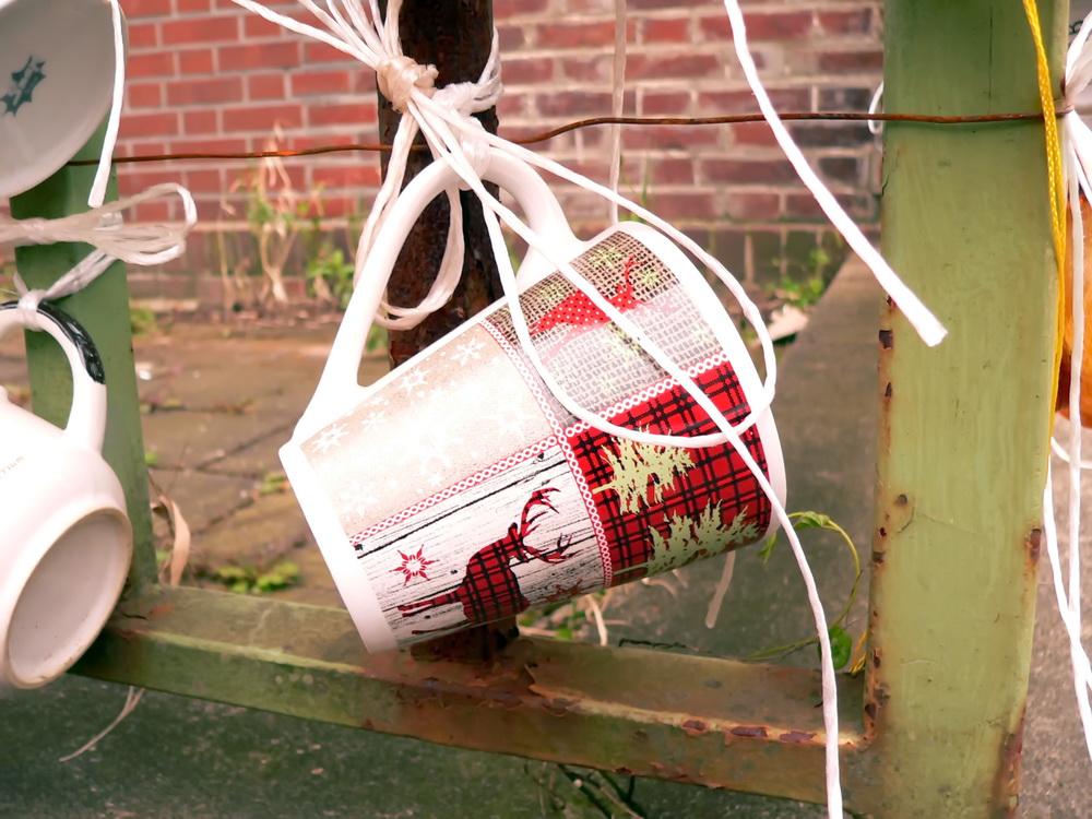 Noch alle Tassen am Zaun (13)