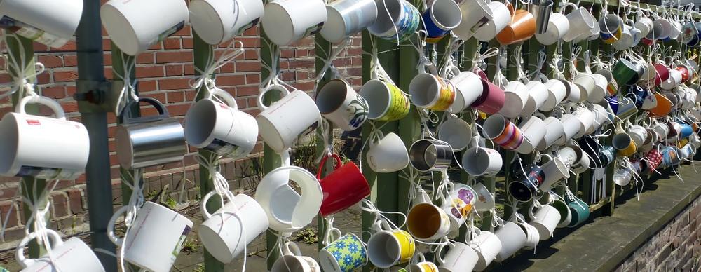 Noch alle Tassen am Zaun (17)
