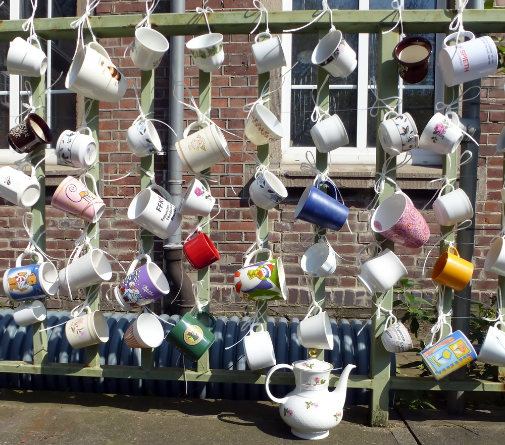 Noch alle Tassen am Zaun (18)