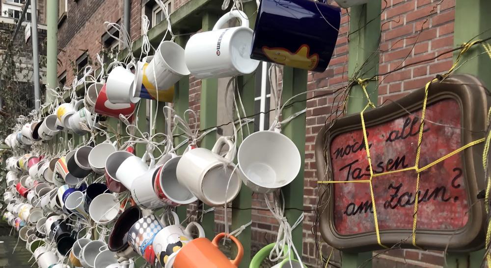 Noch alle Tassen am Zaun (7)